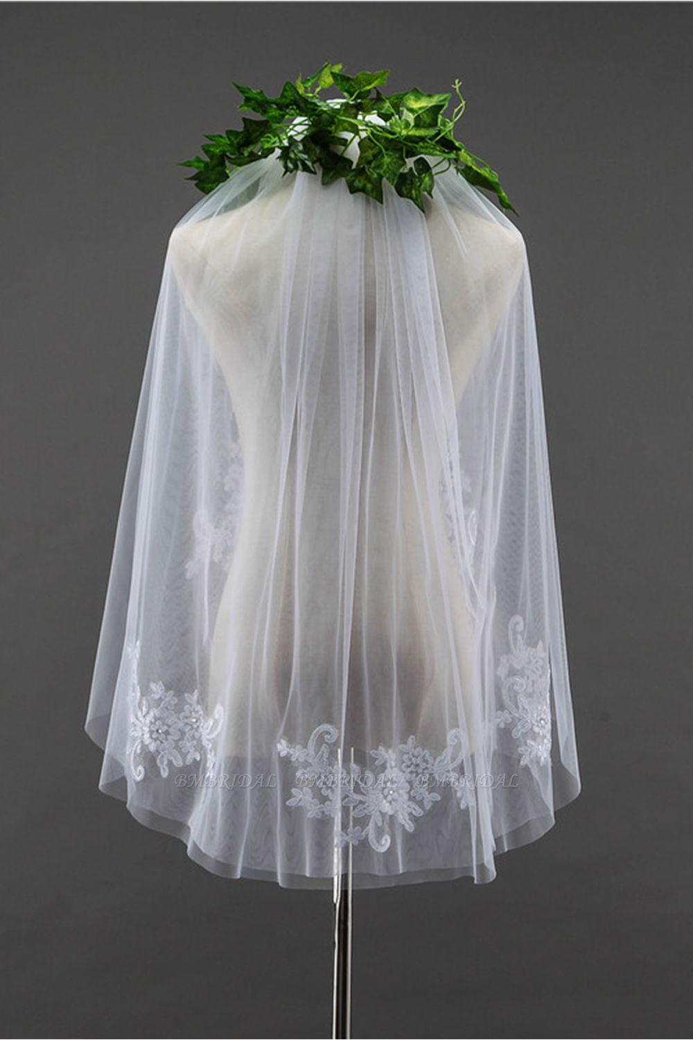 BMbridal Floral Pretty Tulle Cut Edge Wedding Veil with Appliques Sequined