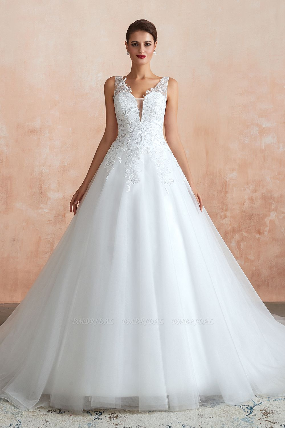 Fantastic Tulle Appliques Sleeveless White Wedding Dresses Online