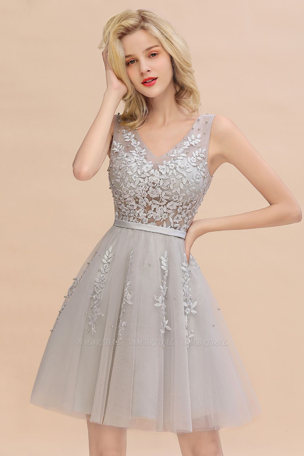 BMbridal Elegant V-Neck Sleeveless Short Prom Dress Mini Homecoming Dress With Lace Appliques