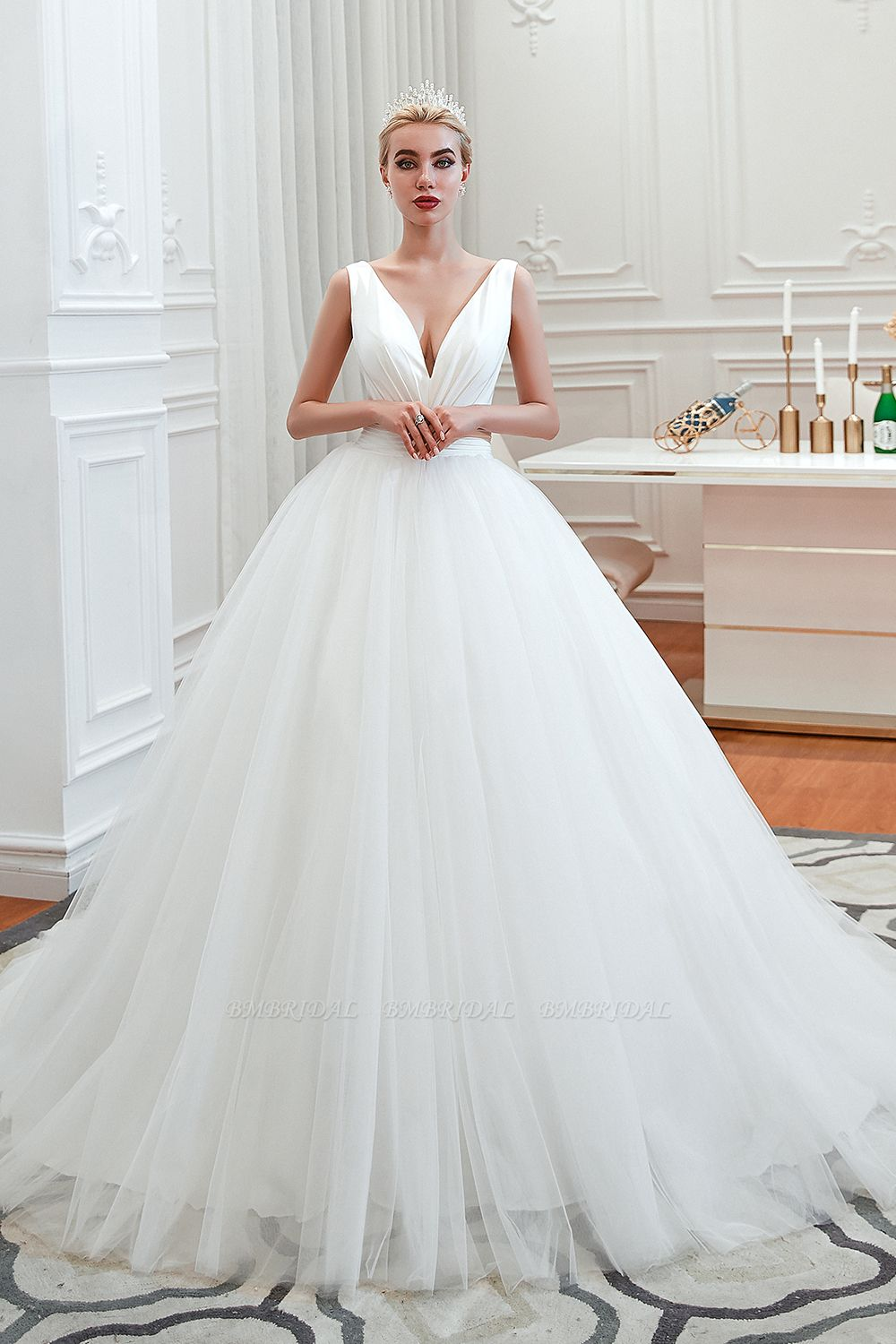 Elegant V-Neck Sleeveless Tulle Wedding Dresses Online