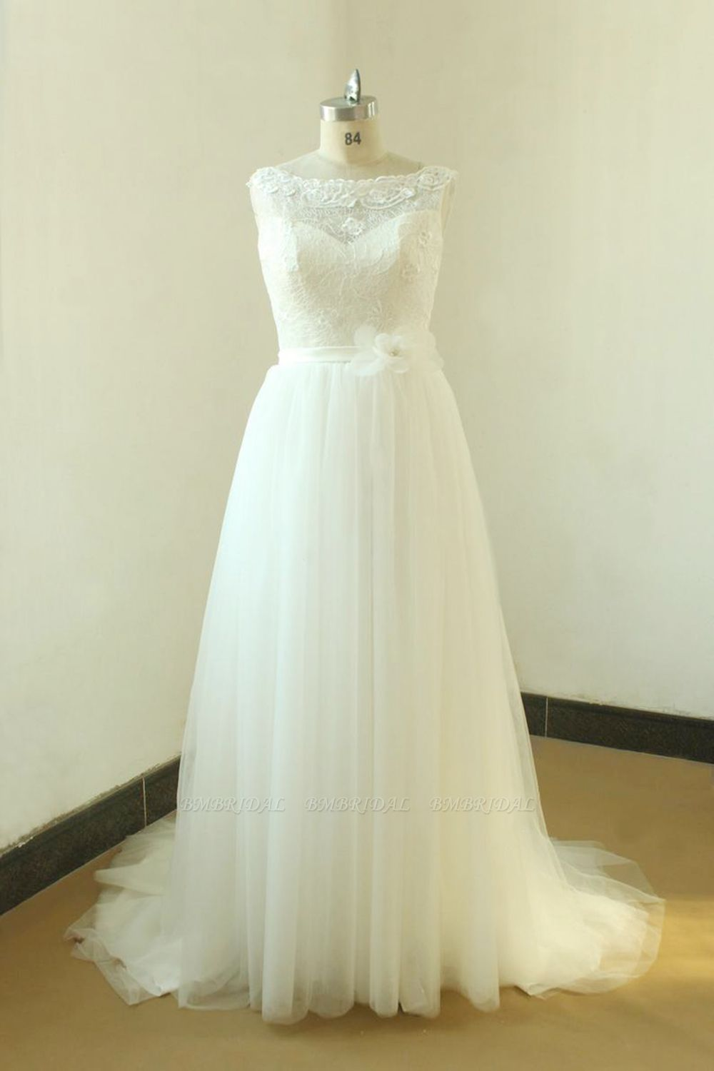 Gorgeous A-line White Lace Tulle Wedding Dress Sleeveless Appliques Bridal Gowns On Sale