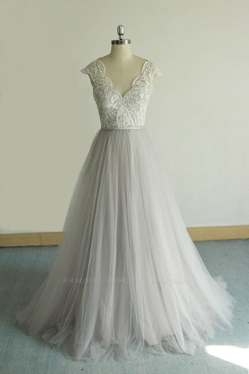 BMbridal Unique V-neck Appliques Tulle Wedding Dress Ruffles Shortsleeves A-line Bridal Gowns On Sale