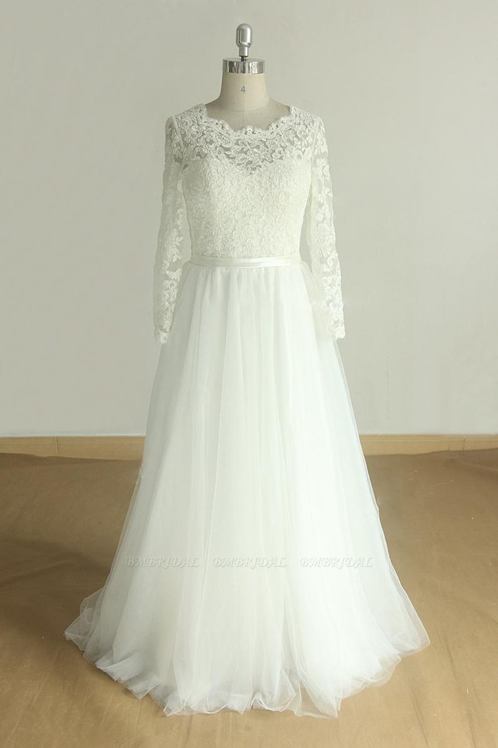 Elegant A-line Lace Tulle Wedding Dress Long Sleeves Appliques Bridal Gowns Online