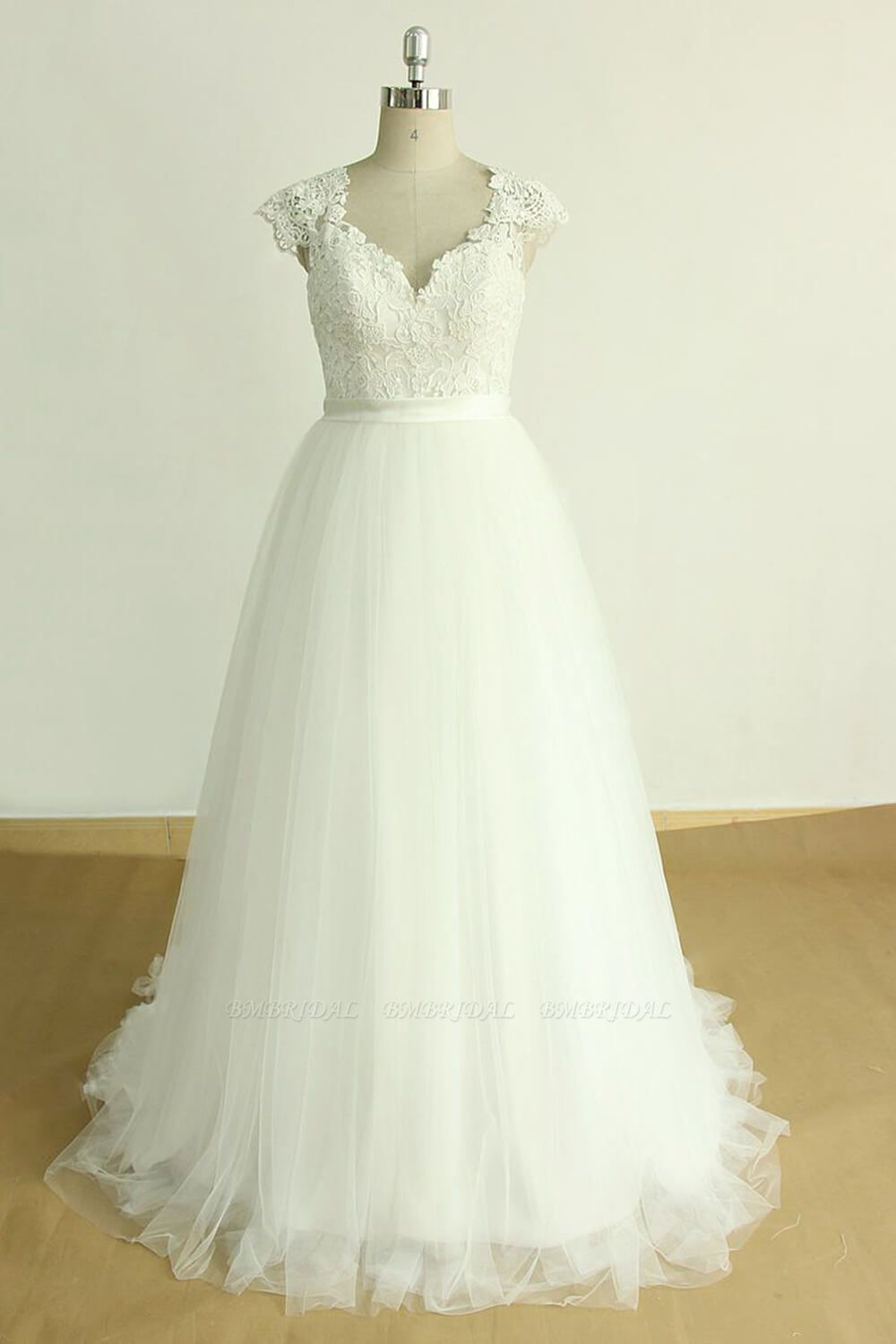 BMbridal Stylish White Tulle Lace Wedding Dress Appliques A-line Ruffles Bridal Gowns On Sale