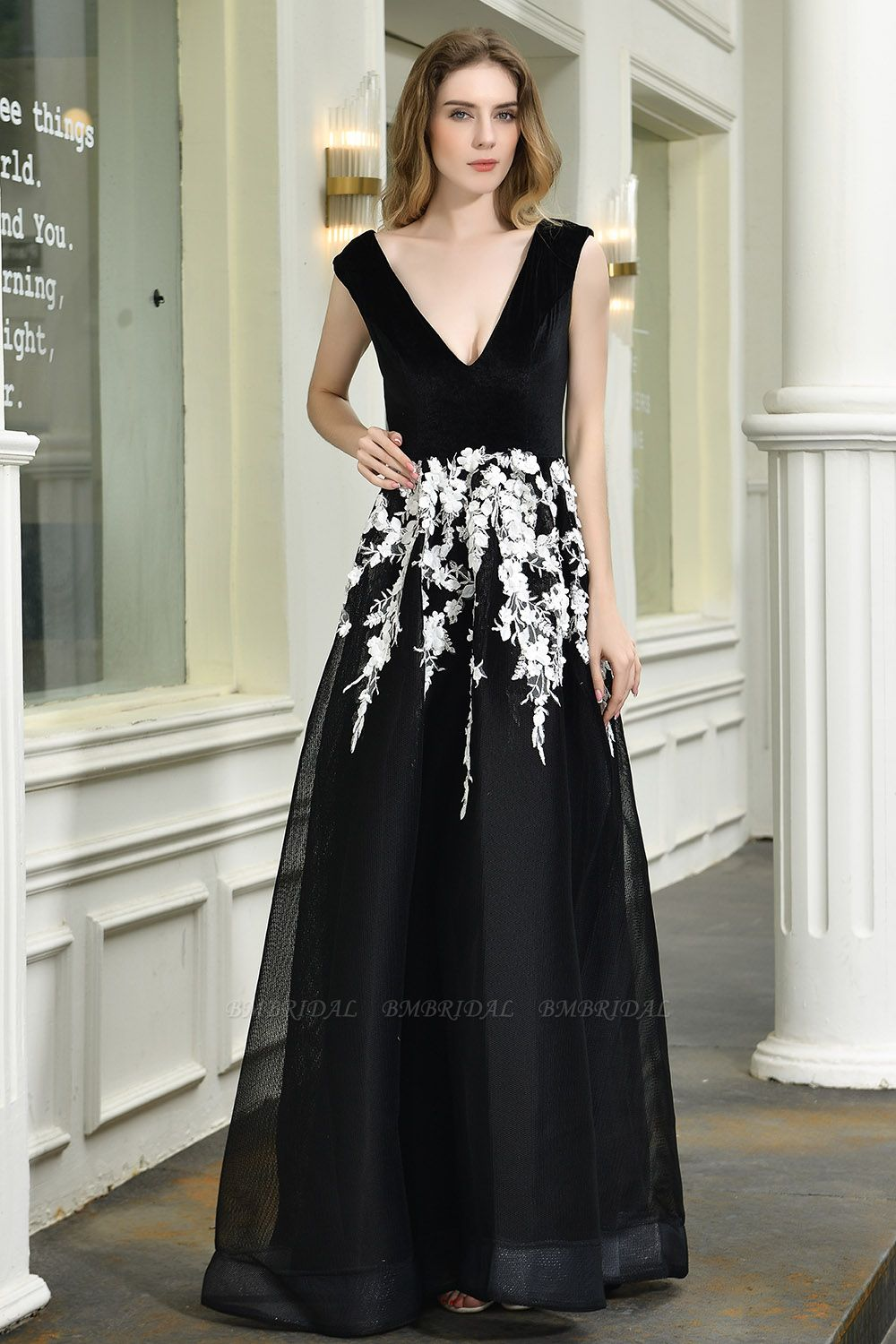 BMbridal Sexy Black Long Prom Dress V-Neck Evening Gowns With Lace Appliques