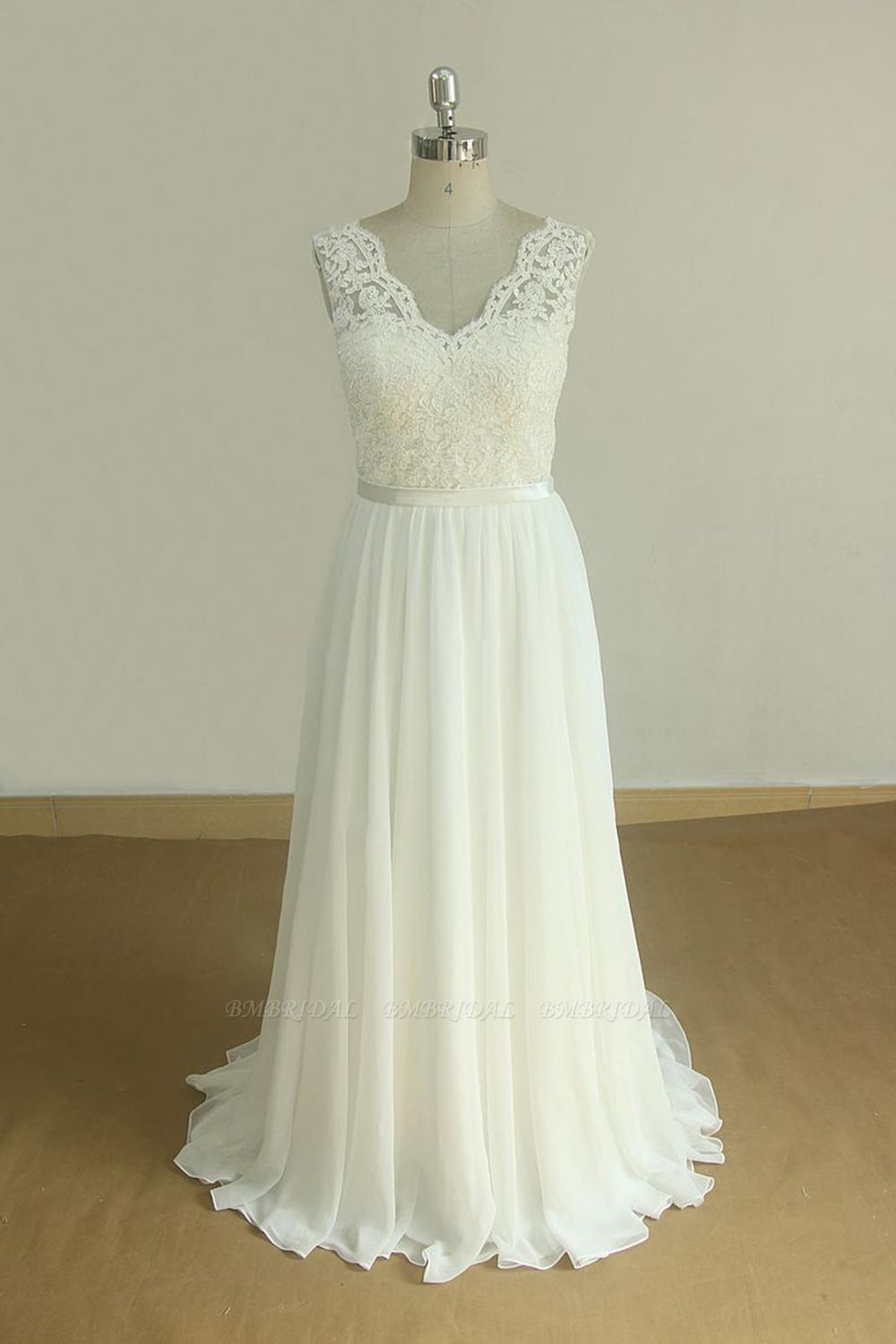 Elegant V-neck Sleeveless Lace Wedding Dresses White A-line Chiffon Bridal Gown On Sale