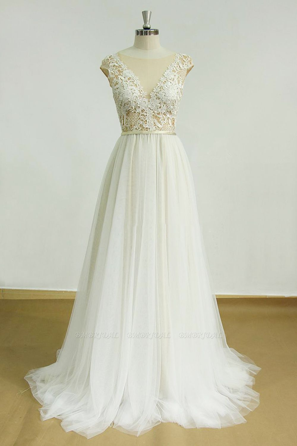 BMbridal Elegant Jewel Tulle Lace Wedding Dress Sleeveless Appliques Bridal Gowns On Sale