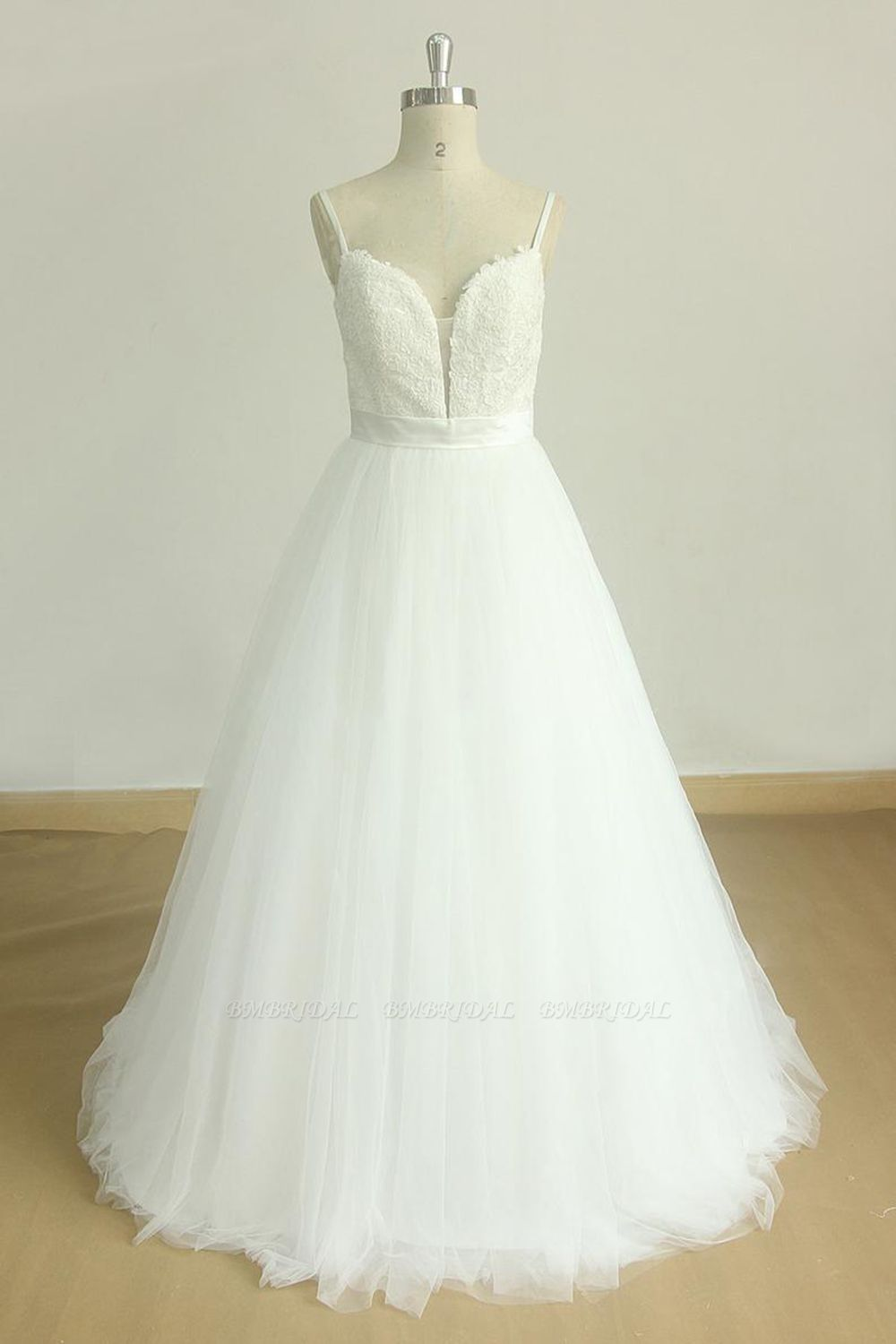 Chic Spaghetti Straps V-Neck Wedding Dresses White Tulle Appliques Bridal Gowns Online