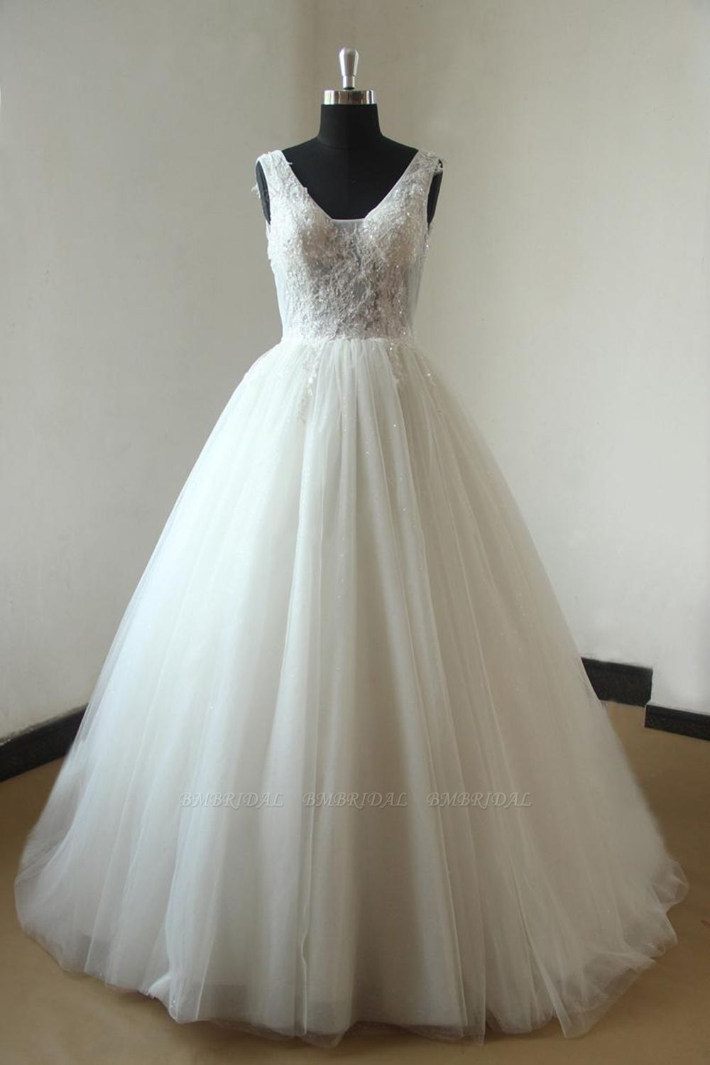 BMbridal Gorgeous V-neck Sleeveless Appliques Wedding Dress White Ball Gown Tulle Bridal Gowns On Sale