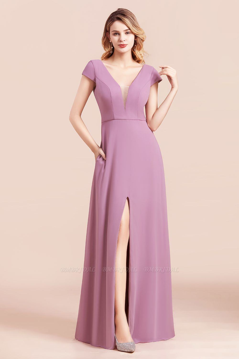 Chic V-Neck Chiffon Wisteria Bridesmaid Dresses with Short Sleeves