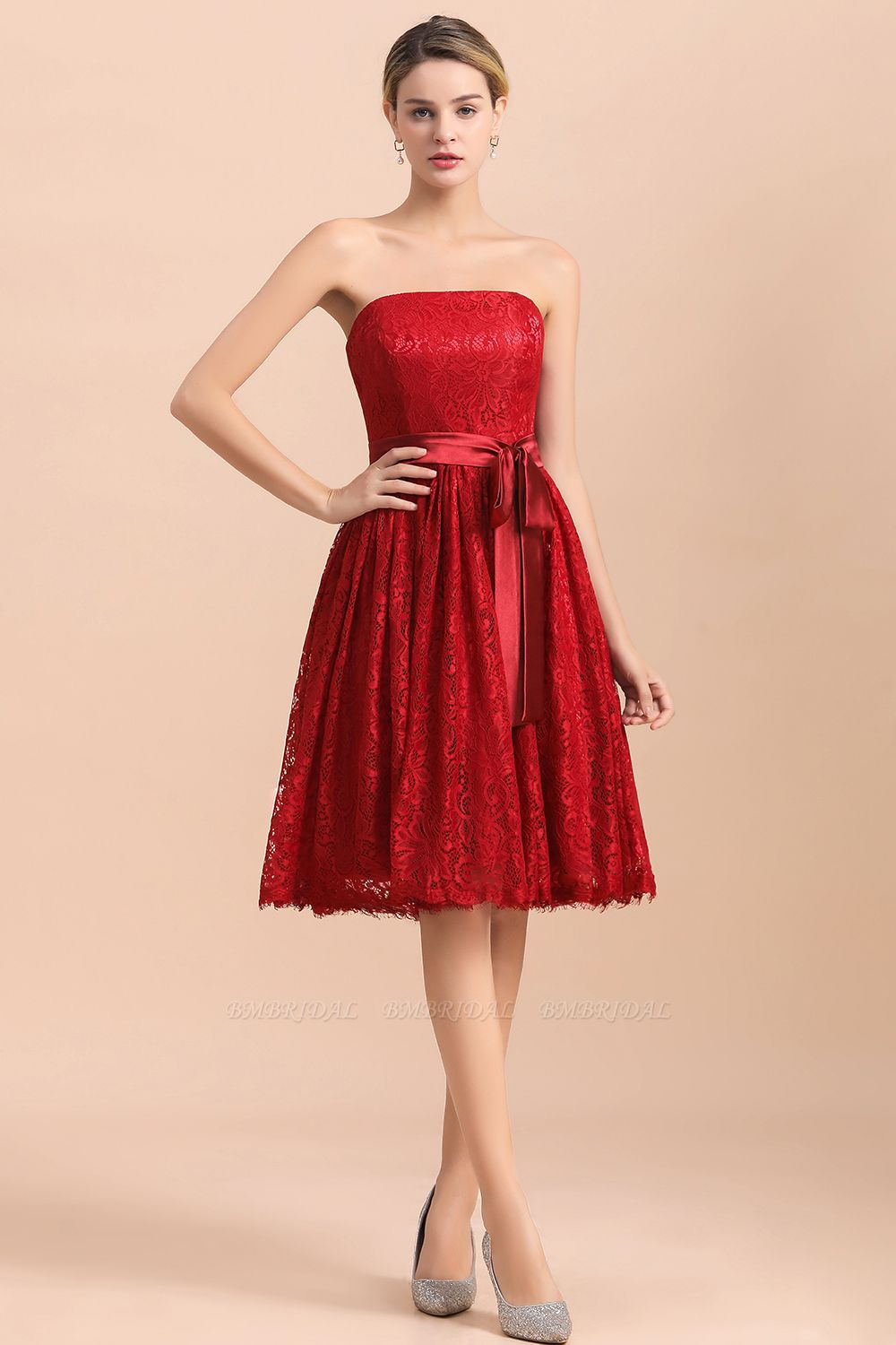 BMbridal Pretty Strapless Red Lace Bridesmaid Dresses Sleeveless Short Wedding Party Dress with Sash