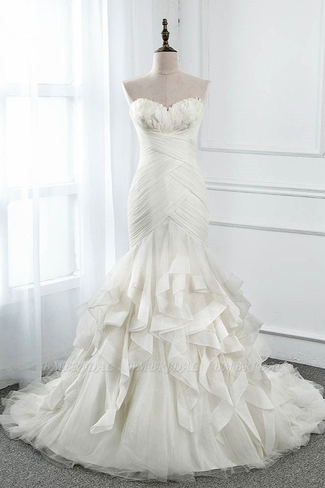 Chic Strapless Sweetheart Ivory Wedding Dresses Ruffles Tulle Sleeveless Bridal Gowns with Feather