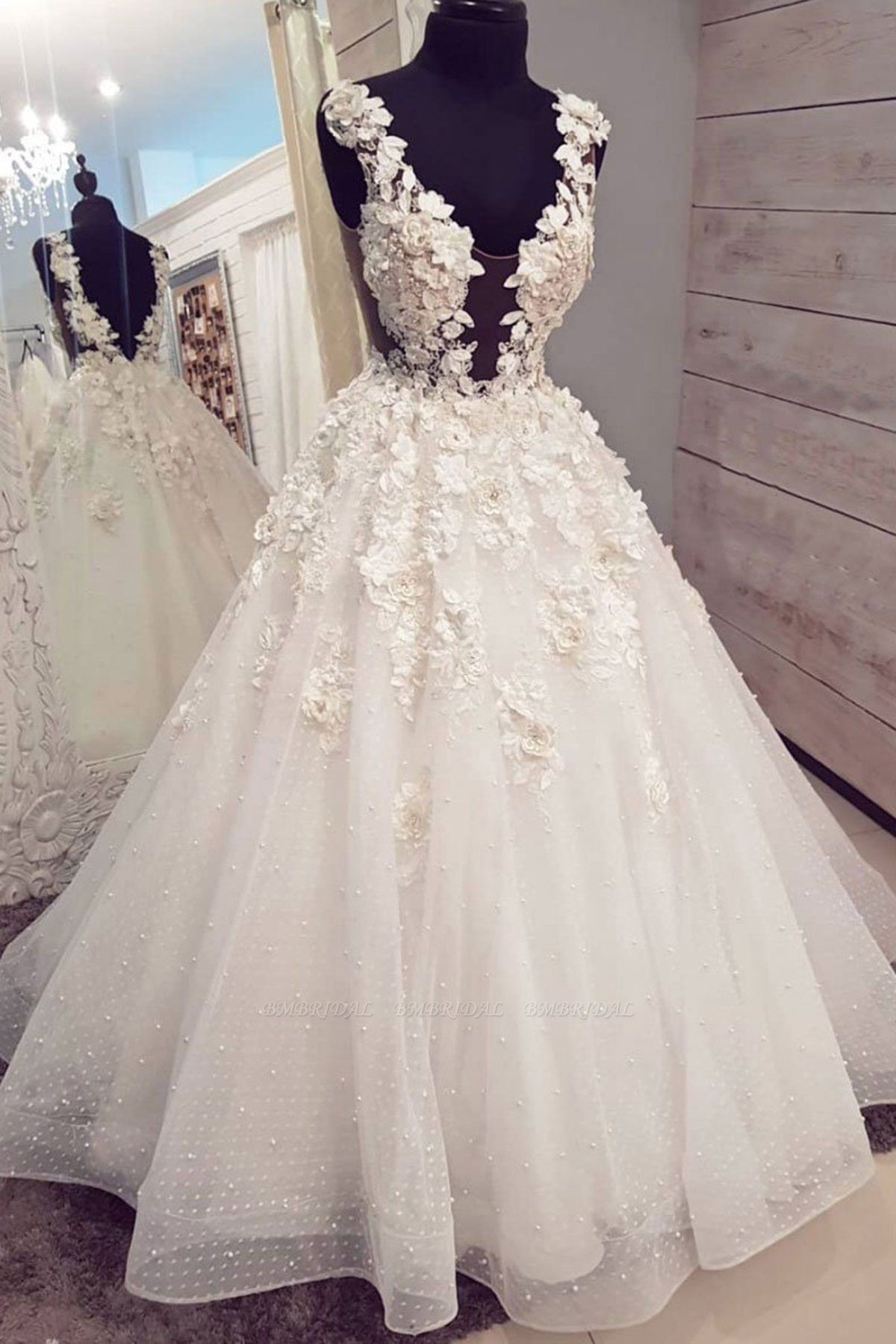 Chic White Tulle Long Halter Pearl White Wedding Dress 3D Lace Applique Bridal Gowns On Sale