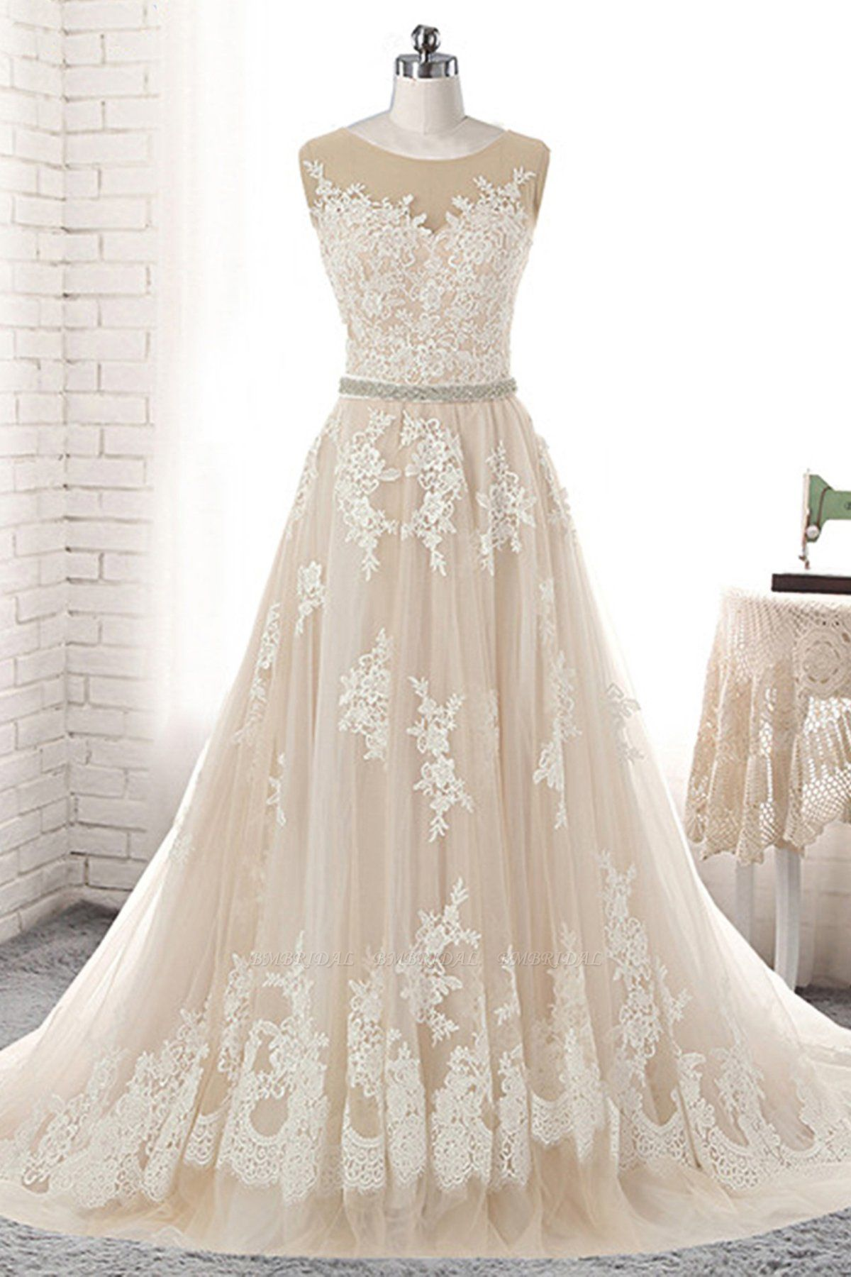 BMbridal Glamorous Creamy Tulle Round Neck Long Wedding Dress White Lace Applique Bridal Gowns On Sale