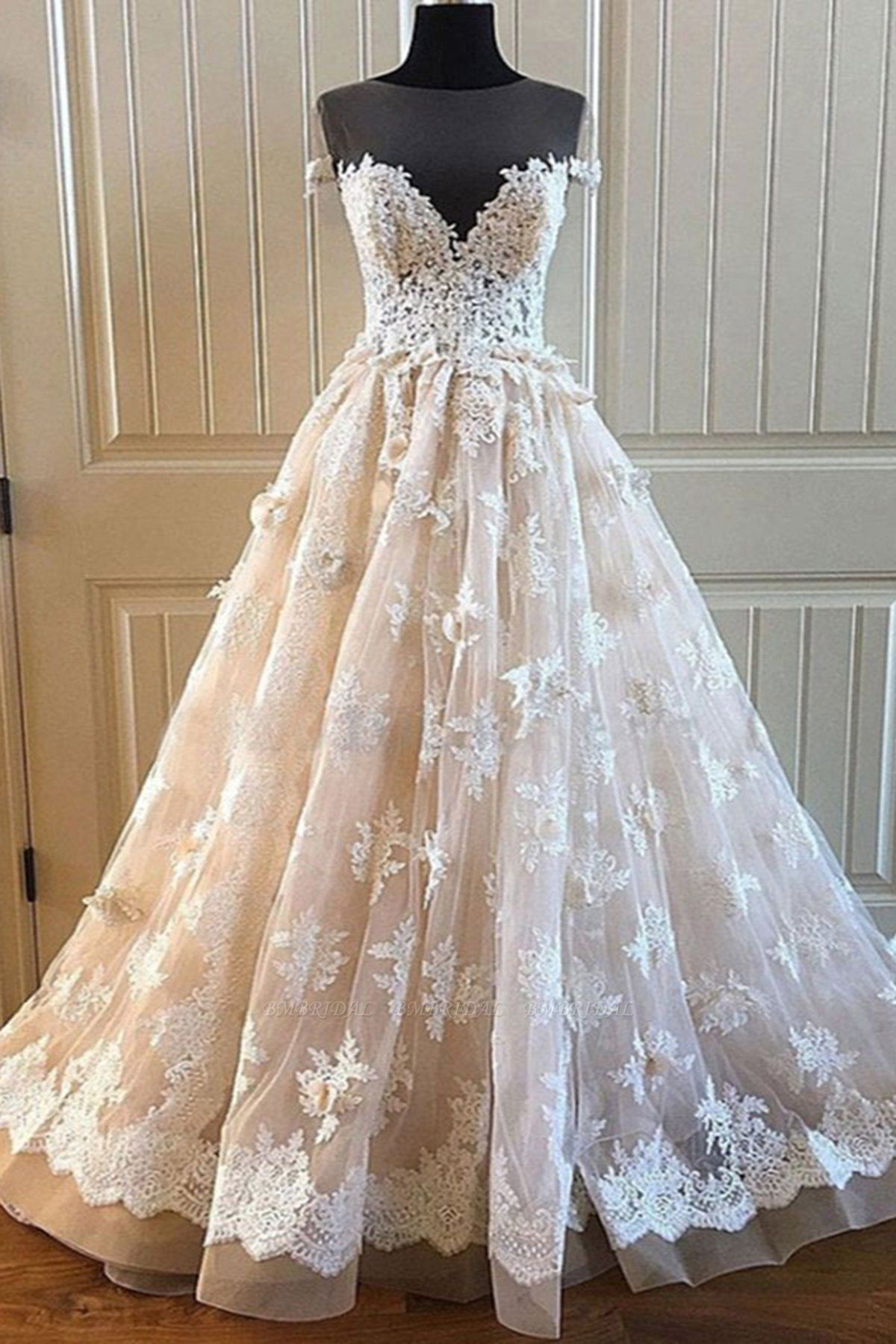 BMbridal Elegant Creamy Lace Sweetheart Long Wedding Dress A Line Appliques Bridal Gowns On Sale