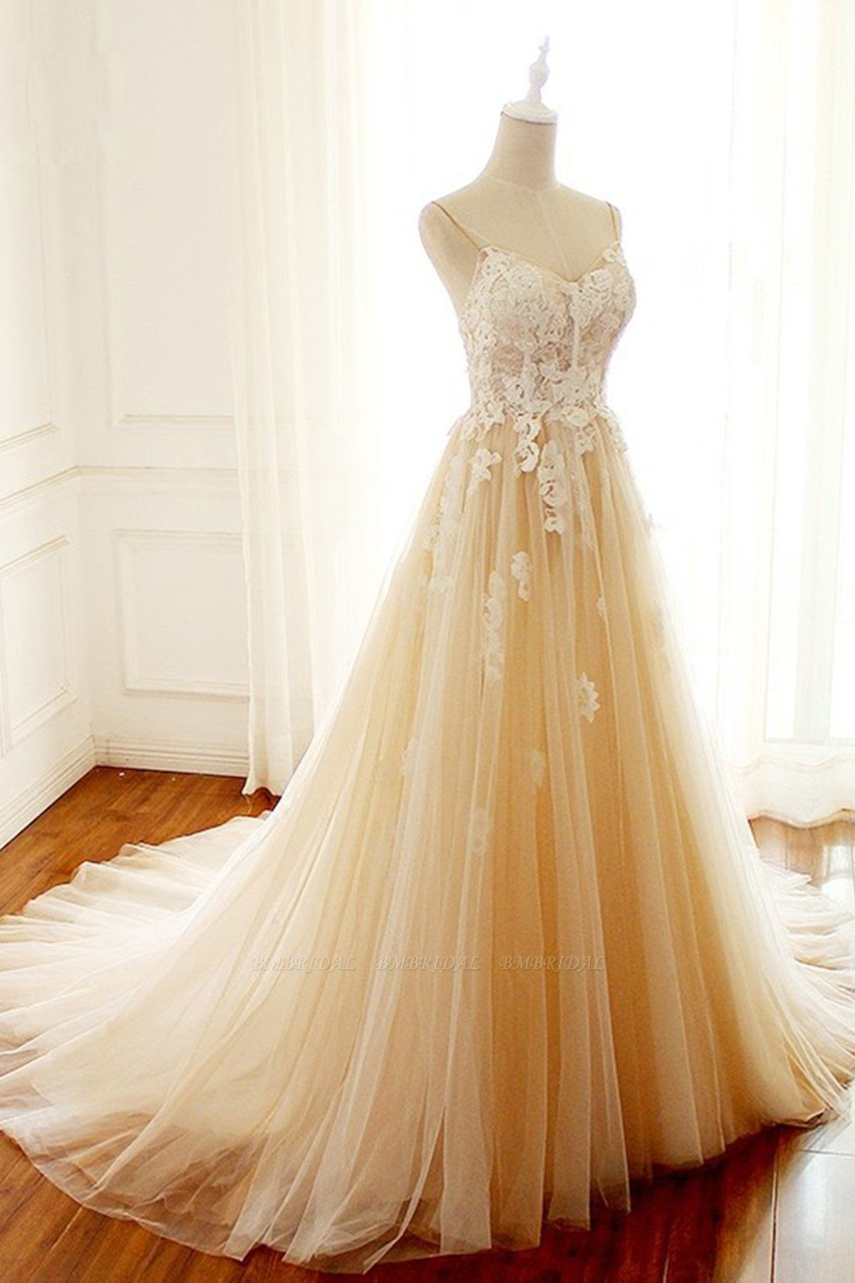 BMbridal Gorgeous Sweetheart Creamy Tulle Wedding Dress Spaghetti Straps Sweep Train Bridal Gowns On Sale