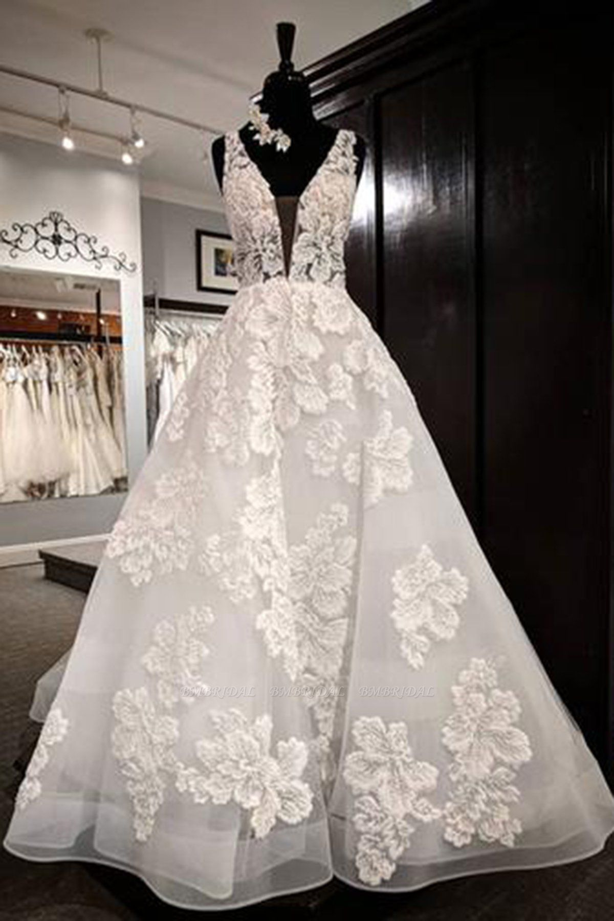 BMbridal Glamorous White Tulle V-Neck Flower Long Wedding Dress Lace Applique Bridal Gowns On Sale
