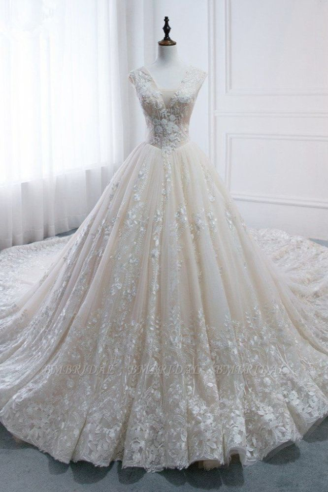 Glamorous Tulle Lace Appliques Wedding Dress V-Neck Pearls Sleeveless Bridal Gowns with Rhinestones On Sale