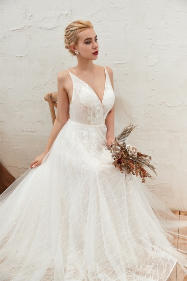 Affordable Tulle V-Neck Long Wedding Dress Online with Appliques_4