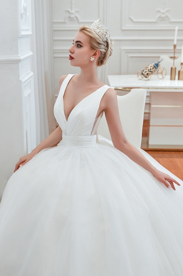 Elegant V-Neck Sleeveless Tulle Wedding Dresses Online_10
