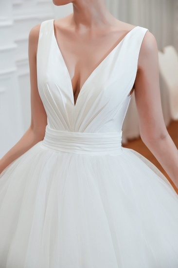 Elegant V-Neck Sleeveless Tulle Wedding Dresses Online_11