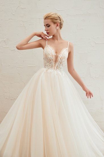 Elegant Spaghetti-Starps Tulle Wedding Dress With Appliques_12