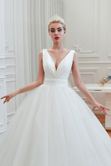 Elegant V-Neck Sleeveless Tulle Wedding Dresses Online_9