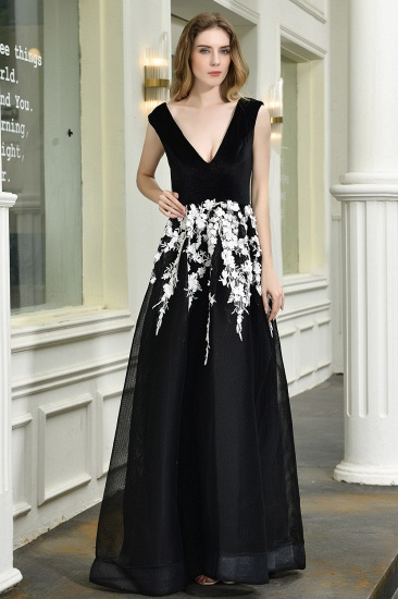 Sexy Black Long Prom Dress V-Neck Evening Gowns With Lace Appliques