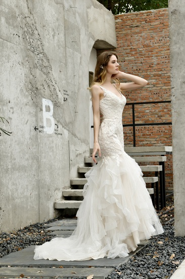 Gorgeous Mermaid Tulle Appliques Ivory Wedding Dress_9