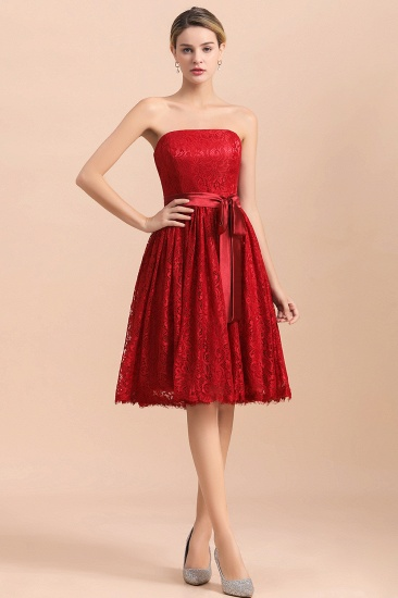 Pretty Strapless Red Lace Bridesmaid Dresses Sleeveless Short Wedding Party Dress with Sash