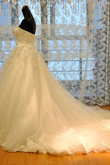 BMbridal Glamorous Strapless Sleevelsss Tulle Wedding Dress Sweetheart Appliques Bridal Gowns with Rhinestones On Sale_4