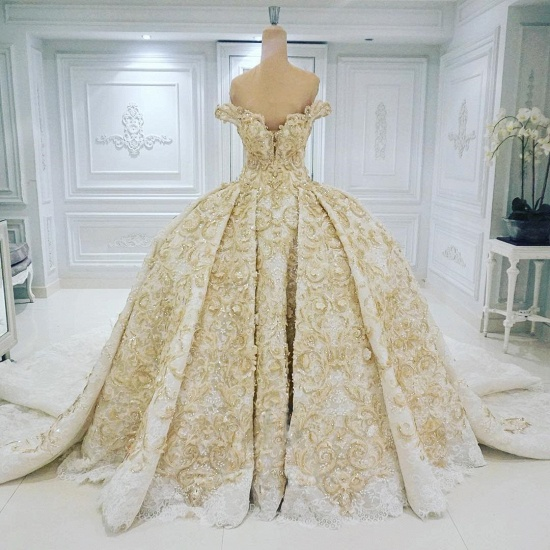 BMbridal Affordable Off-the-shoulder Chamgne Lace Wedding Dresses With Appliques A-line Ruffles Ball Gowns On Sale_3