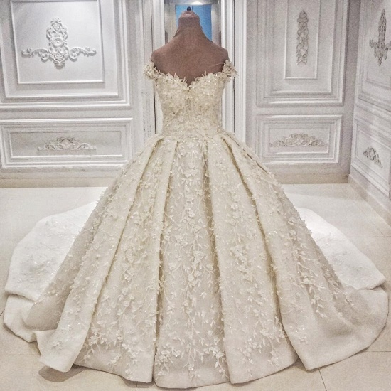 Chic Off-the-shoulder A-line White Wedding Dresses Satin Ruffles Lace Bridal Gowns With Appliques Online_3