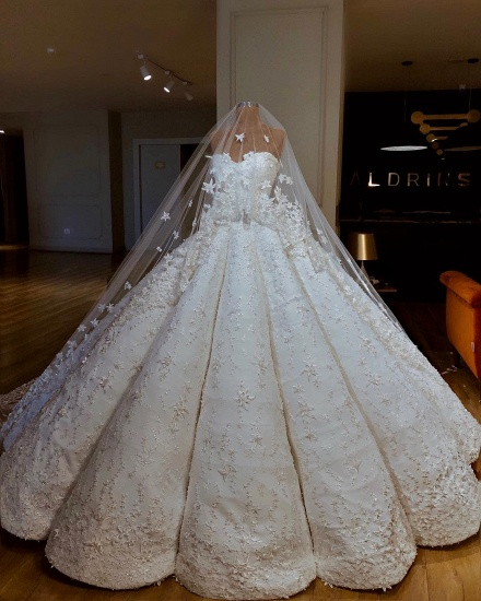 BMbridal Sexy Sweetheart A-line Satin Wedding Dresses With Appliques White Ruffles Lace Bridal Gowns Online_3